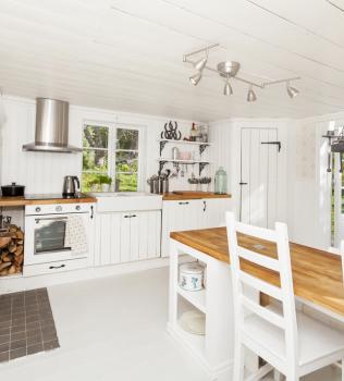 Flooring Tips for a Modern Farmhouse Style